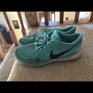 Aqua running shoes